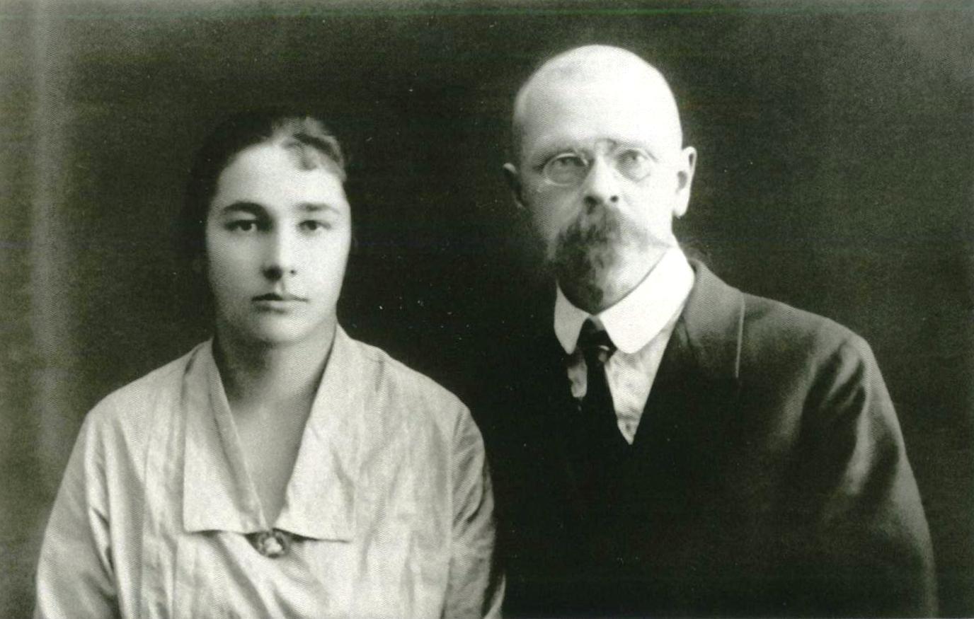 <a href='http://kosarchive.ru/expo45'>Л.С. Китицына и В.И. Смирнов. Фото 1927 г</a>