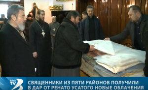 25 de preoți au primit în dar veșminte noi de la Renato Usatîi