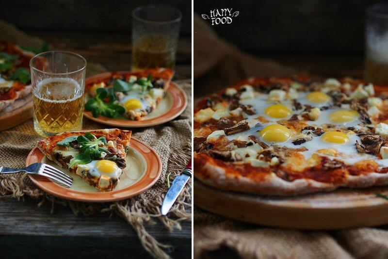 Пицца с томатным соусом, грибами и перепелиными яйцами