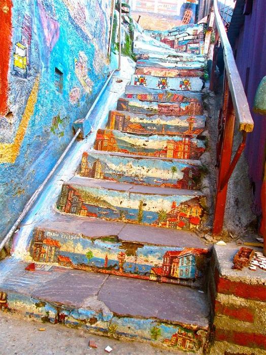 1. «Художественная» лестница (Чили) Оригинально раскрашенная лестница в Вальпараисо.