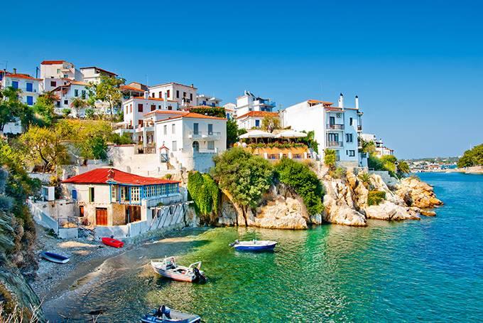 7. Милос Мифы: По легенде Милос, как и другие Кикладские острова, возник в Эгейском море по воле Пос