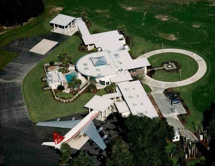 Кстати, именно насвоем «Боинге» Траволта полетел в2010 году наТаити, чтобы помочь пострадавши