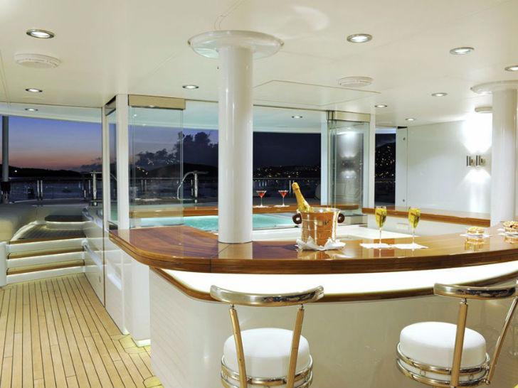 Яхта TV Пункт прибытия: Юго-Восточная Азия. Цена за неделю: 850 тысяч евро или 932 811 долларов. Яхт