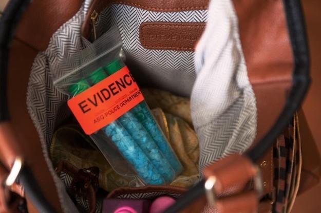 Набор пробирок с голубыми конфетками оценят любители сериала «Во все тяжкие».