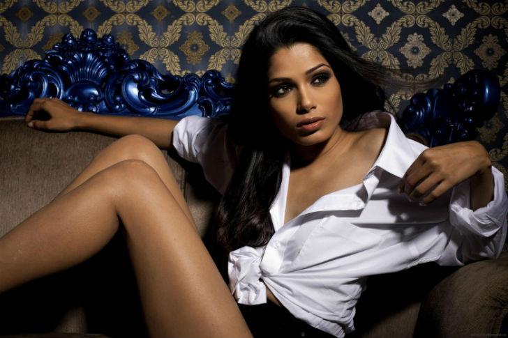Индийская актриса родилась в Бомбее, сейчас живет в Нью-Йорке. Прославилась благодаря роли в известн
