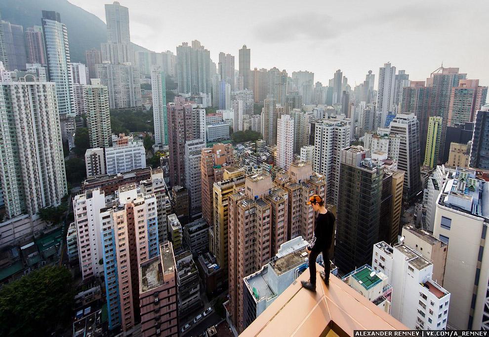 4. Приехав в квартиру, бросив вещи, я вместе с Лукой пошли гулять по крышам. К слову, он добрый