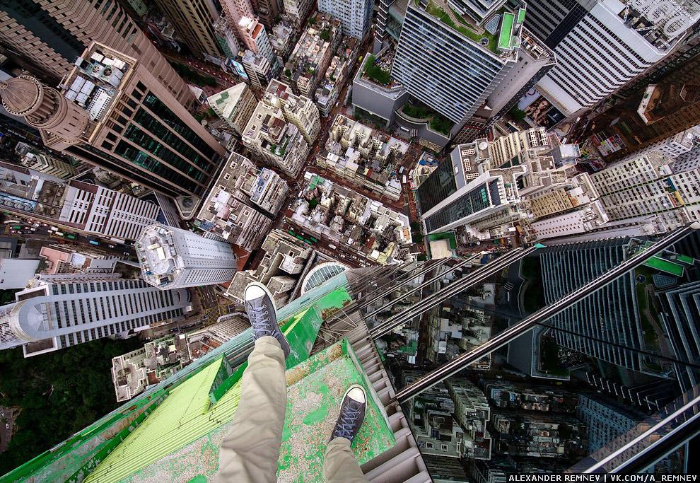 12. Гонконг — это тот город, где постоянно будет компания. За всё время, я встретил много знако