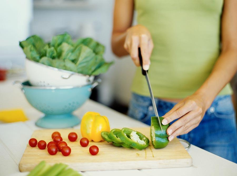 10 Исправить вкус испорченного блюда. Если вы перестарались с пряностями во время готовки, добавьте