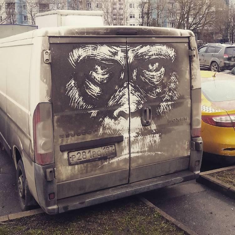 Грязная машина вместо холста: уличное искусство Никиты Голубева