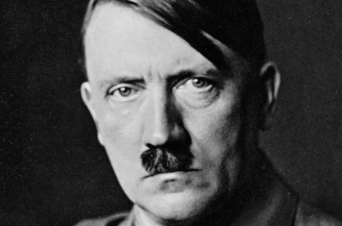 ВИталии навыставке впервый раз представили картину Гитлера