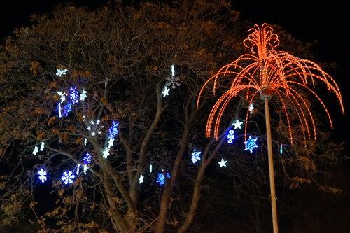 Новогодние украшения в парке Горького