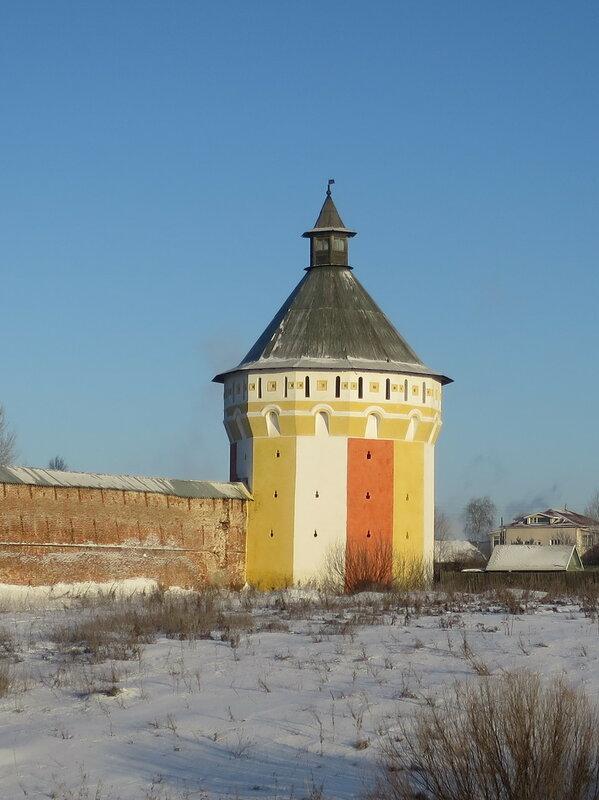 Спасо-Прилуцкий монастырь. Житная башня