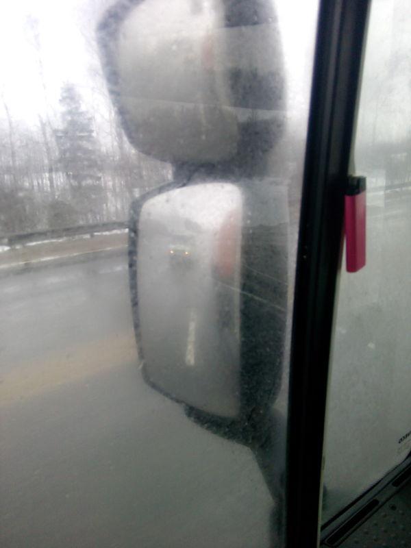 Вот так я (водитель фуры) вижу тебя в хреновую погоду
