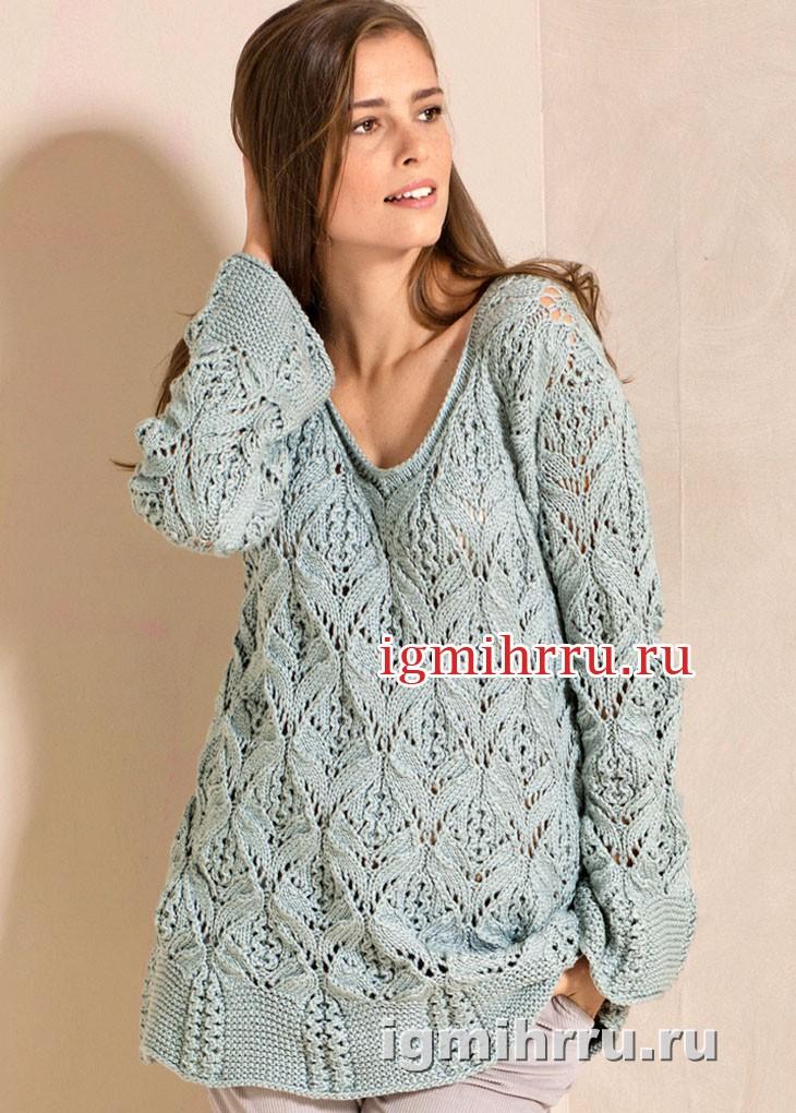 Серо-голубой ажурный пуловер с расклешенными планками. Вязание спицами