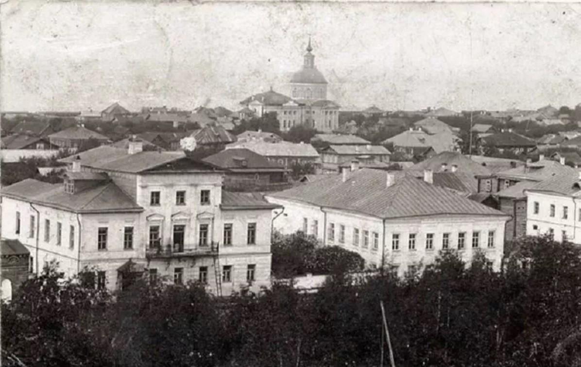 Вид на дом Ананьиных и церковь Иоанна Предтечи