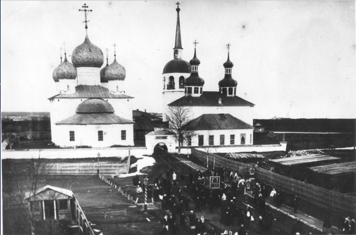 Крестный ход в Белозерском кремле