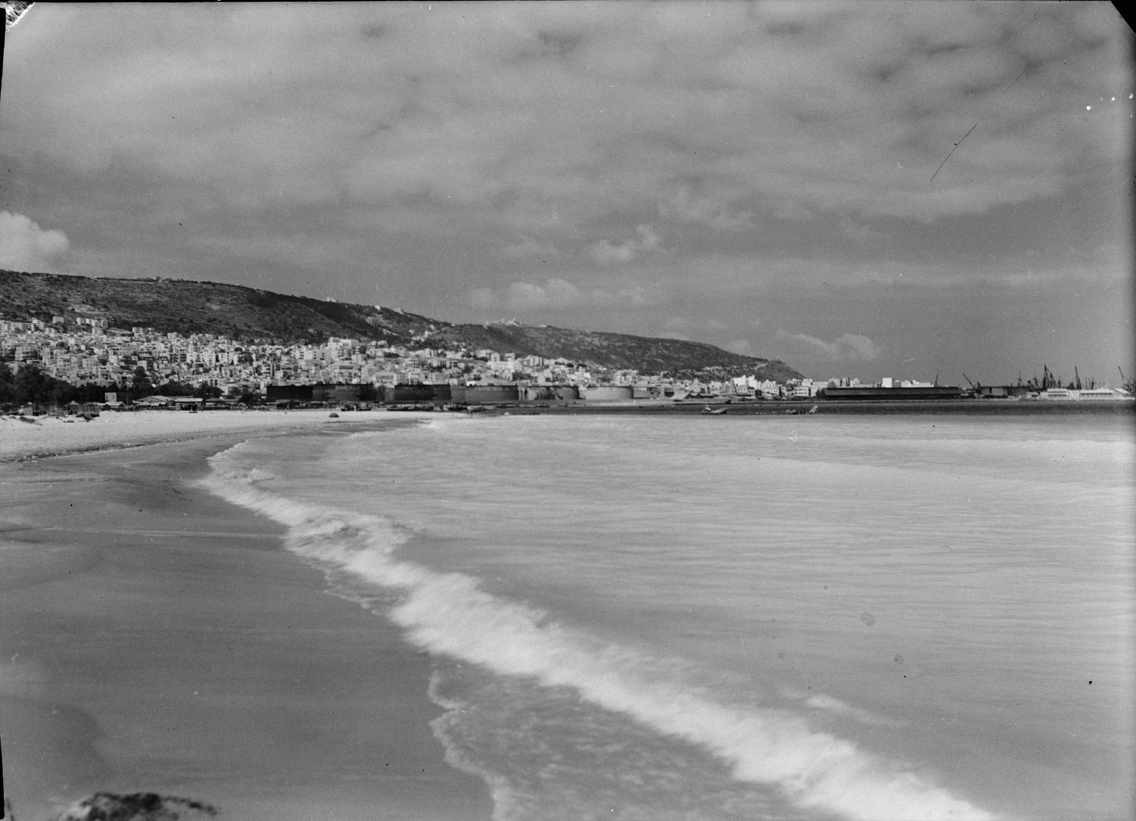 Город и гора Кармель от побережья