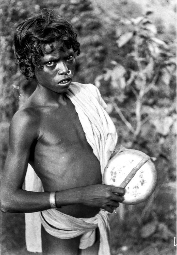 761. Орисса. Молодой человек с музыкальным инструментом