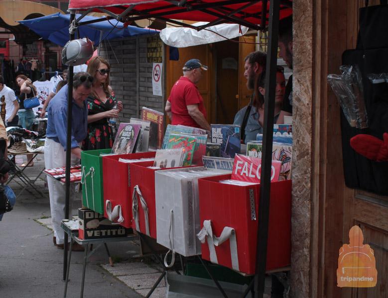 На рынке много перекупщиков