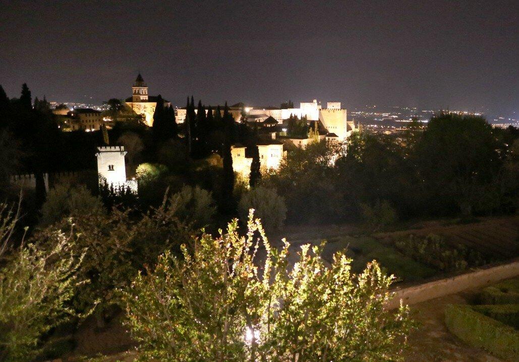 Гранада. Ночная Альгамбра. Сады Генералифе