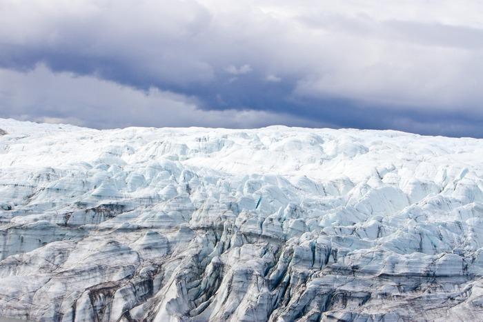 До недавнего времени геологи считали, что ледники при своем движении играют роль своеобразного катка