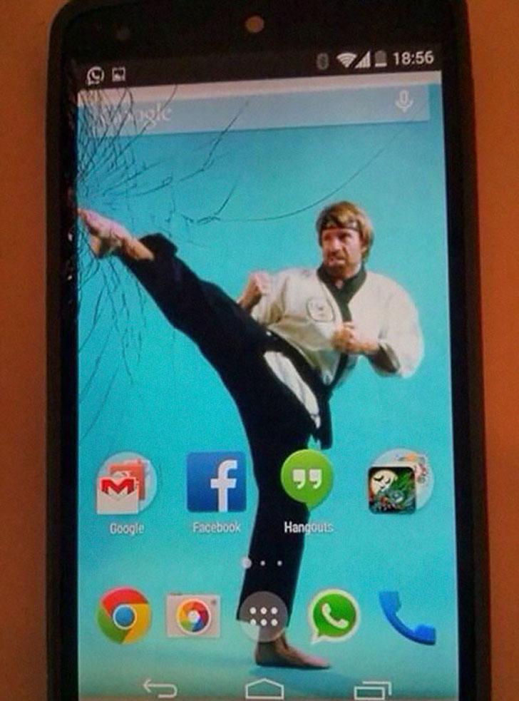 Креативный способ «исправить» безнадежно разбитый экран смартфона