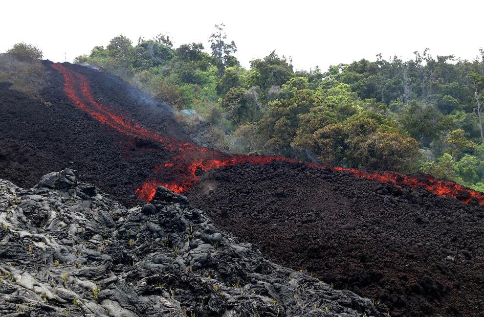 5. Разогретая до 1 000 градусов по Цельсию лава движется в непредсказуемом направлении, уничтож