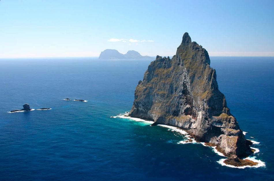 Остров Девон в Канаде. Самый большой необитаемый остров планеты. Он относится к Канадскому Арктическ