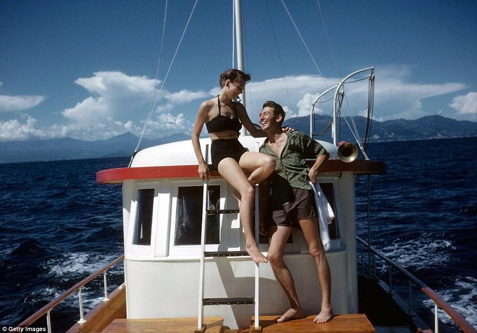 Многие пары того времени проводили свой медовый месяц именно так.