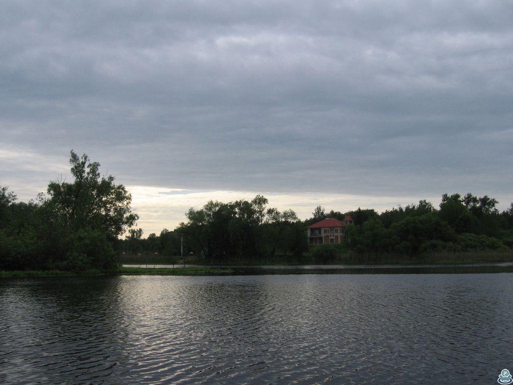 Здание на берегу Ворсклы
