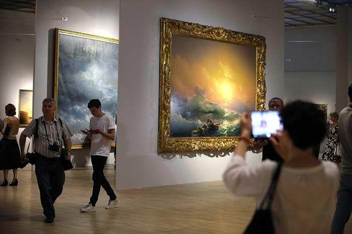 В столице выставку Айвазовского посетило больше людей, чем выставку Серова