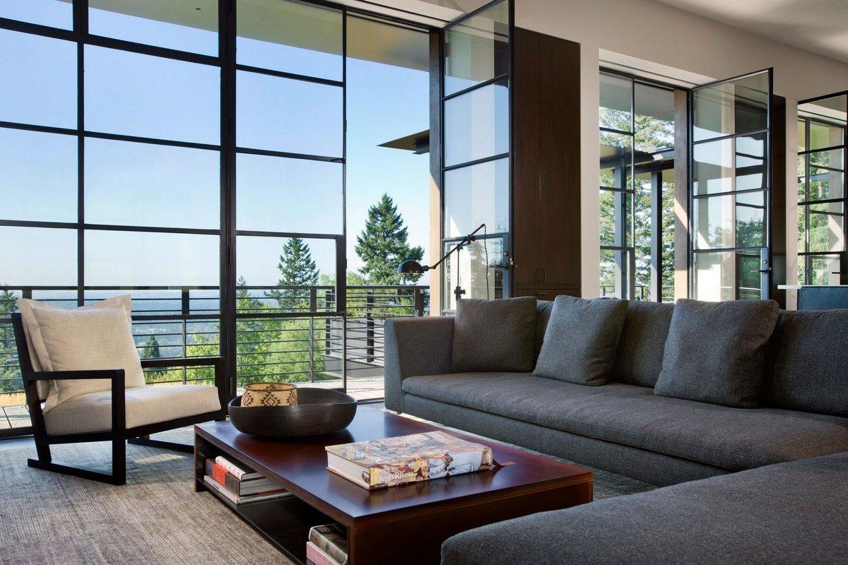 панорамное остекление гостиной частного дома