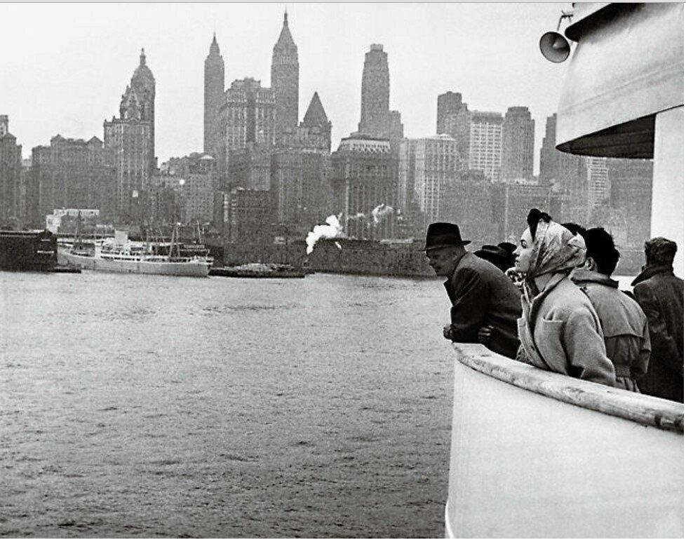 1957. Прибытие в Нью-Йорк. Жильберта Брассай на палубе «Свободы»