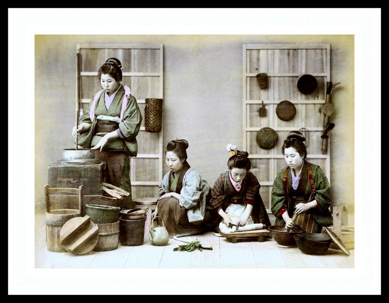 Четыре девушки готовят обед
