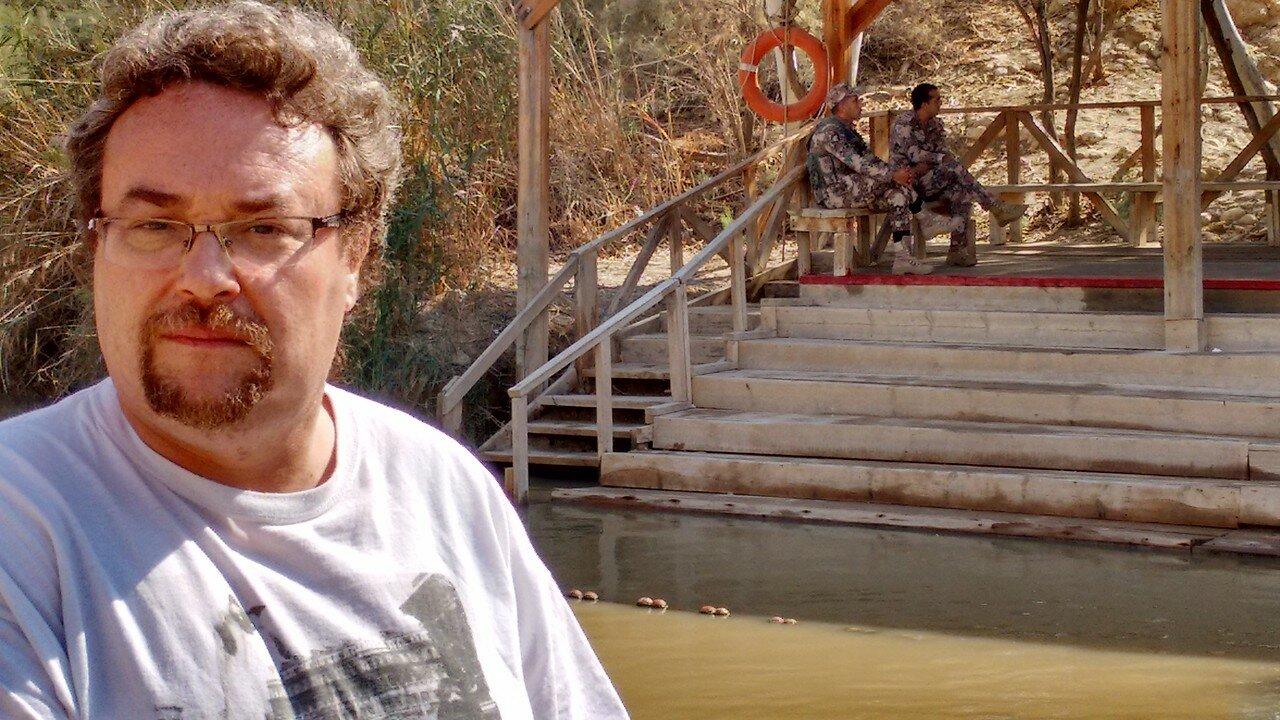 18. Иорданские солдаты на той стороне реки