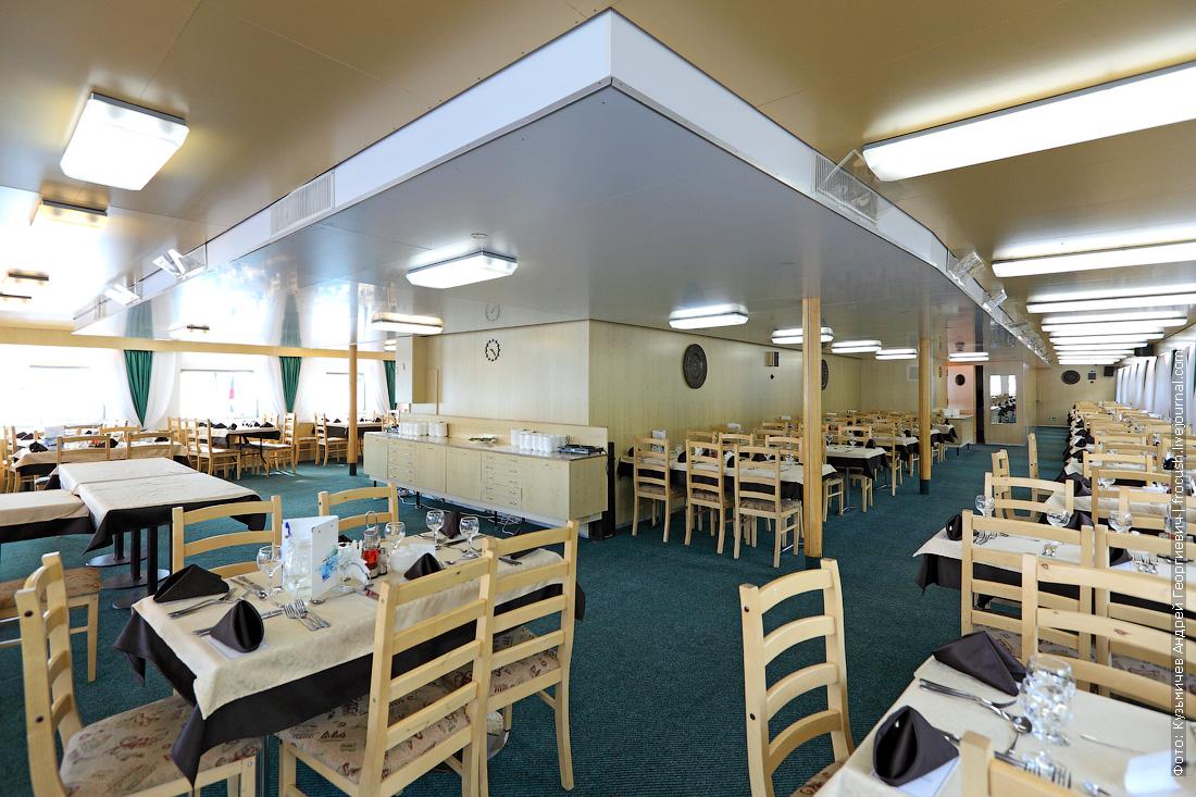 ресторан на средней палубе теплоход Дмитрий Фурманов фотографии