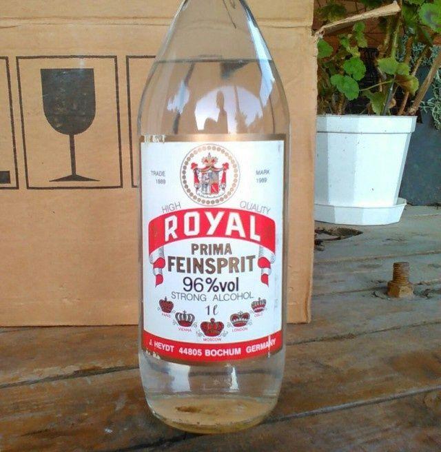 Мужик нашел алкоголь времен СССР на даче в чулане