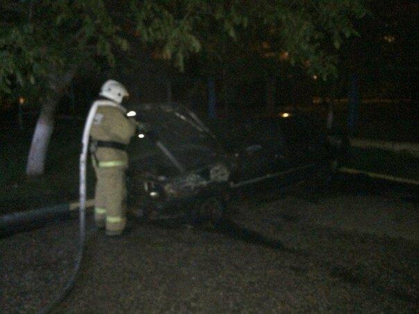 Ночью на Керченской переправе сгорел Mercedes [Фото] фото 3