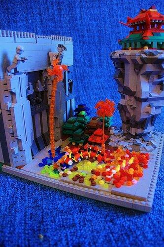 LEGO MOC - Новогодний Кубик 2017 - Чуньцзе: Тысячи мастеров изготовили прекрасные фейрверки - огненные шары, которые птицей взмывали ввысь и рассыпались на тысячи крошечных искр прямо в воздухе. Каждый из горожан, наводнивших собой главную площадь, держал в руках искрящий факел, который горел так ярко, что было больно глазам. По старинному поверью это помогало отогнать древнее зло - Шизяо Ву. <br /> И правда - все пятнадцать дней празднования никто так и не заметил ни одного из этих чудовищ. И когда Вселенная стала еще на один год старше, а все люди, опьяненные весельем и рисовым вином, отправились по домам, все почувствовали мир и внутреннюю гармонию.