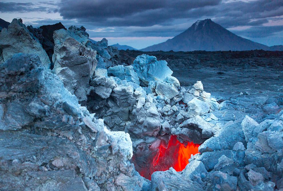 14. Также смотрите « Как выглядит извержение вулкана из космоса » и « Извержение вулкана Толбач