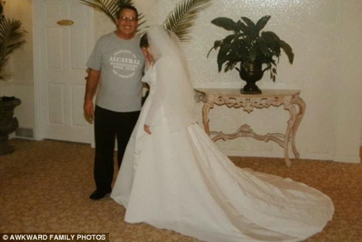 Невеста долго уговаривала своего отца принарядиться на свадьбу. Уговорила.