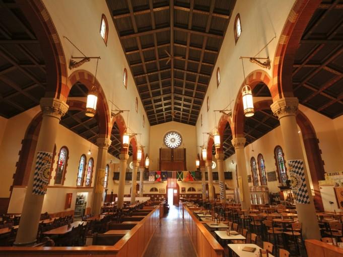 The Church Brew Works – ресторан-пивоварня и бывшая римско-католическая церковь построенная в