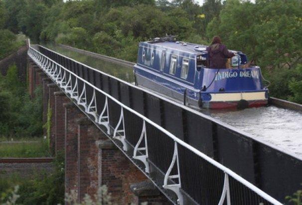 5. Акведук Эдстон Этот акведук уникален тем, что прогуливаясь по берегу канала, вы будете идти на ур