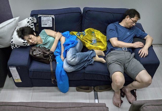 "IKEA Welcomes ""Spontaneous"" Nappers in China (13 pics)"