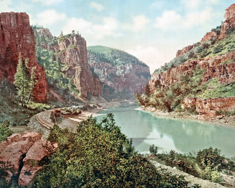 Echo Cliffs, Grand River Canon, Colorado, ca. 1900.jpg