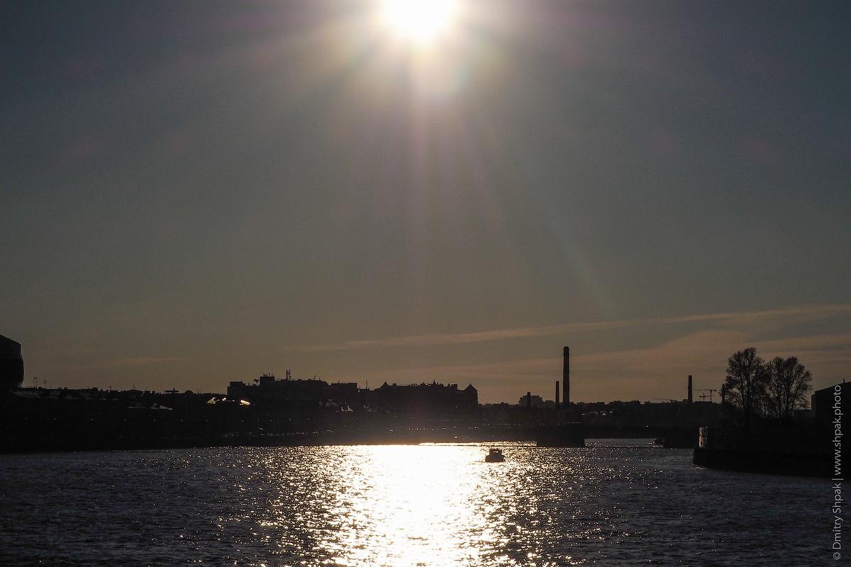 Солнце на Тучковым мостом