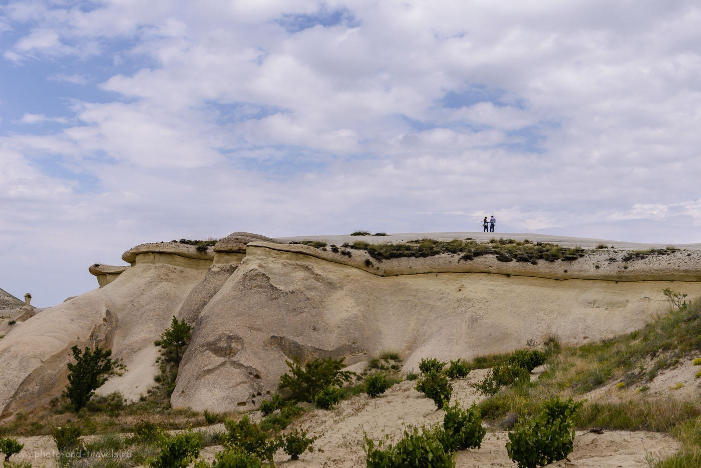 Фотография 18. Вид на смотровую площадку у Paşabağı Vadisi снизу. Отзывы туристов об экскурсии в Каппадокию. 1/800, 8.0, 160, 38.