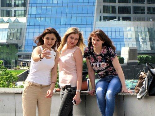 Три девицы и смартфон