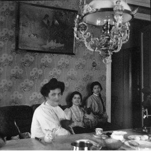 Выборы Ц.У.О. Мадам Фрейдкина, Женя и Роза у них в столовой