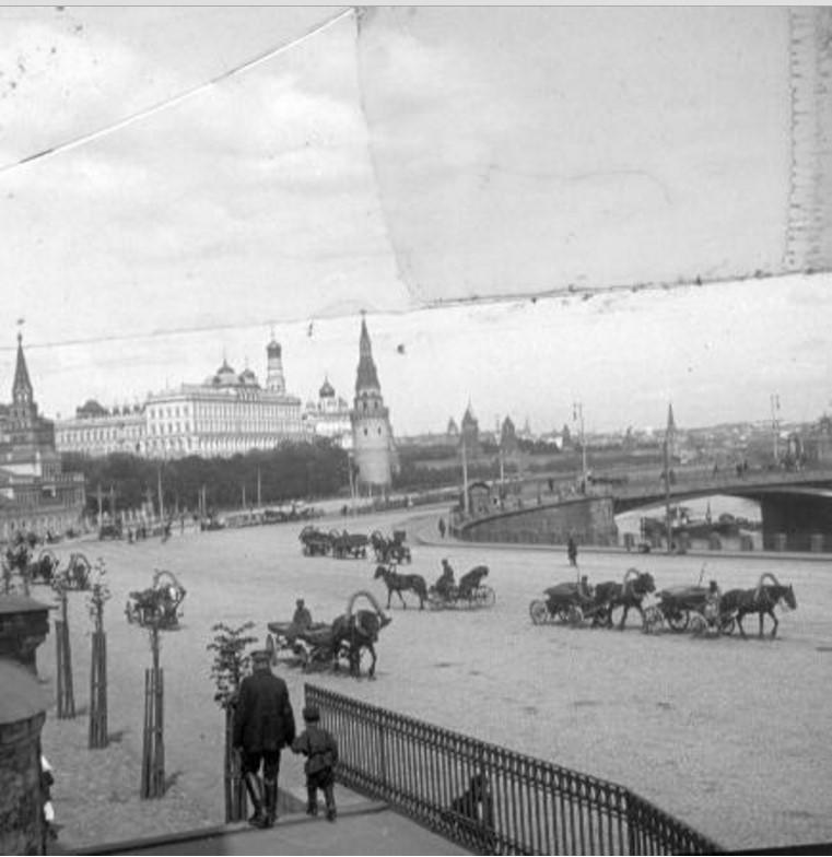 Вид на Московский Кремль от Храма Христа Спасителя
